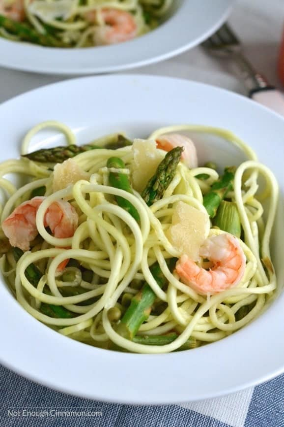 Shrimp Zucchini Pasta made with spiralized zucchini, asparagus, peas and yummy shrimps! Fulls of veggies and delicious. Click to see the recipe! NotEnoughCinnamon.com
