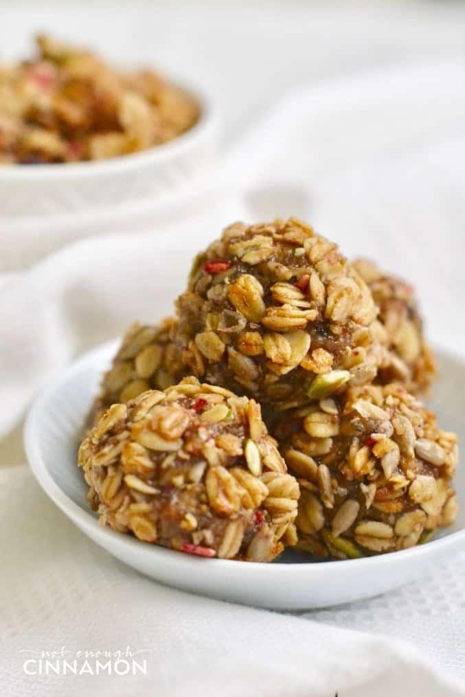 Healthy No Bake Energy Granola Bites. Super easy to make. Paleo, Vegan and Gluten Free