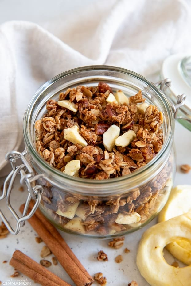 healthy glutenfree vegan apple pie granola on a glass mason jar